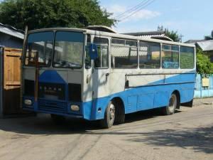"""Autobuz Roman Diesel A 8, denumit atunci o """"cutie de chibrituri pe roţi"""""""