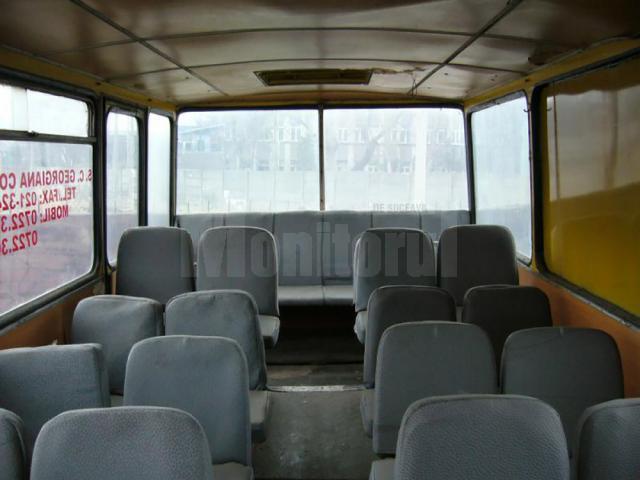 În autobuzul cu mai puţin de 40 de locuri pe scaune, în timpul cursei spre Botoşani se înghesuiseră mai mult de 80 de pasageri