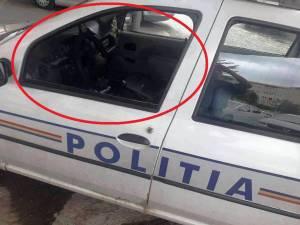 Poliţist lovit cu un bolovan, prin geamul maşinii de serviciu, în timpul urmăririi unui suspect