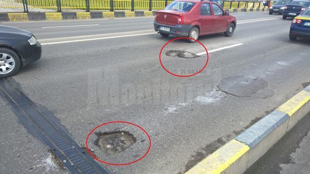 Cuşnir este nemulţumit de faptul ca primăria nu a astupat gropile de pe podul peste râul Suceava