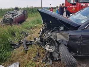 Cele două mașini s-au ciocnit frontal, cinci victime ajungând la spital