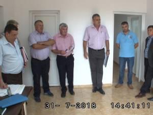 Consilierii locali din Bosanci au fost obligaţi să ţină şedinţa extraordinară convocată pentru data de 31 iulie pe holurile primăriei