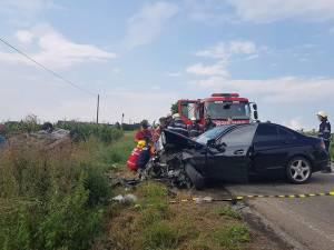 Accidentul s-a produs din cauza oboselii şoferului Mercedes-ului albastru, care a aţipit și a pătruns pe contrasens