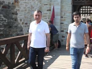 Alături de întreaga familie, Paul Stănescu a vizitat mănăstirile Putna şi Suceviţa, precum şi Cetatea de Scaun a Sucevei