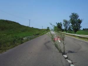 Porţiunea de drum pune în pericol siguranţa traficului