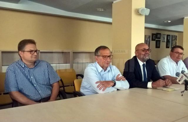 Dr. Dan Cionca, prof. univ. dr. Florin Ramadani, managerul Vasile Rîmbu și dr. Răzvan Bandac