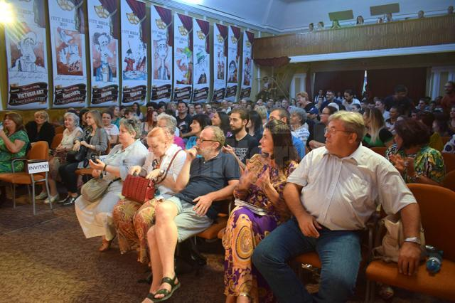 """În a treia zi de festival, spectacolul """"The show must go on"""" s-a bucurat de mare succes la Fălticeni"""