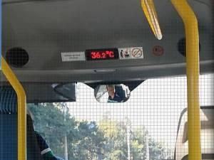 Călători ținuți la cald în microbuzele TPL, deși sunt dotate cu aer condiționat