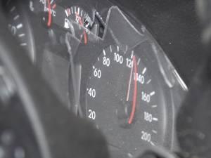 Acul vitezometrului, blocat la 120 de km/h