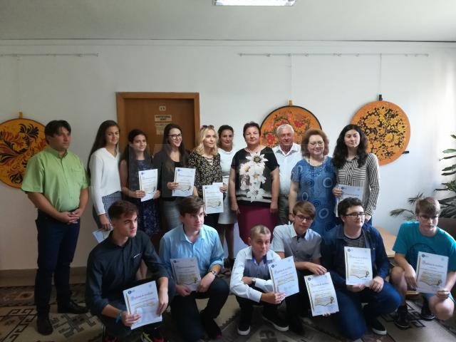 Elevii au primit diplome şi premii în bani