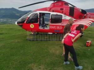 Bătrânul a fost preluat de un elicopterul SMURD și dus direct la Spitalul de Neurochirurgie de la Iași