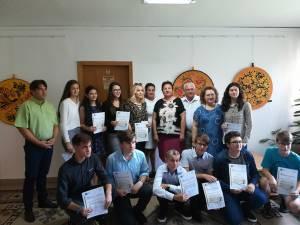 Elevii au primit diplome și premii în bani