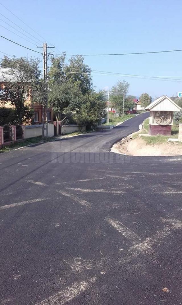 În Berchișești au început lucrările pentru modernizarea a cinci kilometri de drumuri