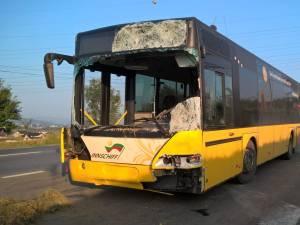 Autobuzul care a intrat în căruță