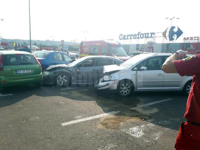 Accident rutier în lanț petrecut în parcarea Shopping City Suceava