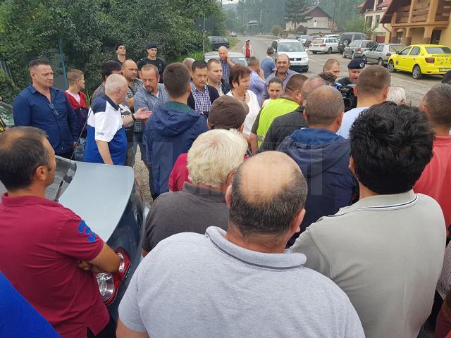 Zeci de locuitori din Adâncata au protestat, nemulţumiţi de modul în care a fost modernizat DN 29