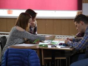 Elevii vor studia într-un liceu american