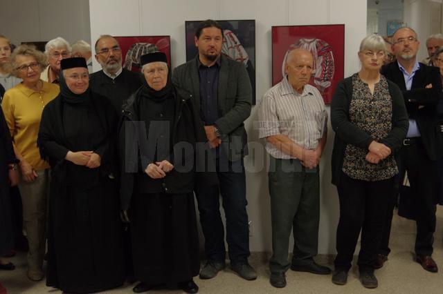 Expoziţia de artă plastică semnată de Cela și Costin Neamţu, un regal de culoare, de echilibru, de spiritualitate
