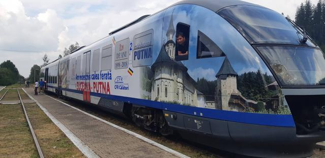 """Automotorul Desiro """"Săgeata albastră"""" care circulă pe linia Suceava-Putna a fost personalizat de CFR Călători Sursa foto : Pagina Dornesti-Putna"""