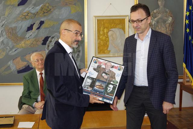 """Premiul """"Roman Istrati"""" pentru publicistică – jurnalistului Tiberiu Cosovan"""