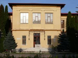 """Colegiul Naţional """"Nicu Gane"""" din Fălticeni"""
