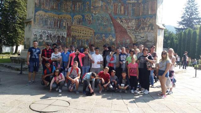 Copii și tineri din asistență socială, angrenați în diverse activități recreative pe perioada vacanței