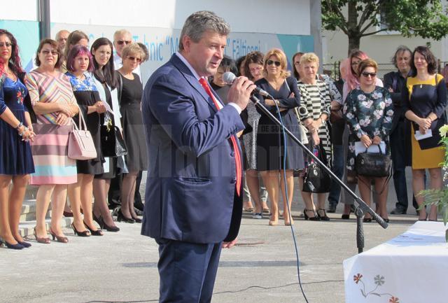 La deschiderea anului şcolar, primarul Gheorghe Cătălin Coman i-a asigurat pe elevi şi profesori de tot sprijinul administraţiei locale
