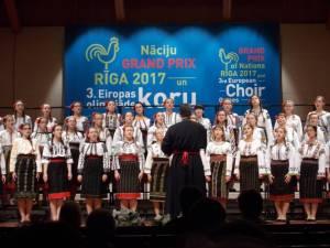 """Corala de fete """"Ciprian Porumbescu"""" a Colegiului Național """"Ștefan cel Mare"""" Suceava"""