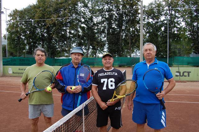 Patru veterani ai tenisului sucevean s-au aflat pe teren la meciul de deschidere a Cupei Select