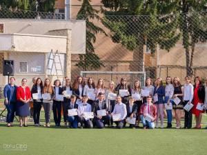 """Cei mai merituoși elevi ai Colegiului """"Eudoxiu Hurmuzachi"""" au fost premiați la început de an școlar Foto: Doru Clipa"""