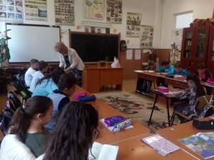 Activitatea de stimulare a lecturii ]n rndul elevilor este coordonat de Asociația Română de Literație (ARL)