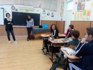 Elevii  citesc cel puțin câte 15 minute dintr-o carte, apoi povestesc colegilor ce au citit și ce au înțeles1