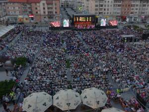 Peste 7.000 de oameni s-au bucurat două ore de magia muzicii clasice oferită cu profesionalism de artiștii Operei Naţionale Române din Iaşi