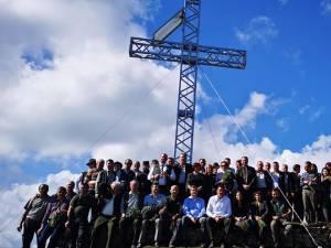 Crucea de fier de pe Vf. Oușorul, realizată de silvicultorii suceveni