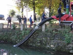 Lacul din parcul Alexandru Sahia a intrat într-un proces de salubrizare
