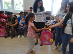Donație pentru elevii școlii din Buda, comuna Râșca. Foto: Promotorii Bucovinei