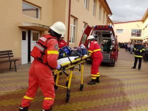 Amplu exercițiu de simulare a unei situații de urgență, la liceul din Vicovu de Sus