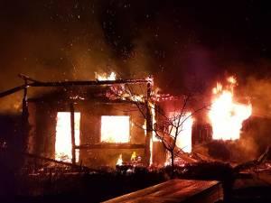 Incendiul care a distrus întreaga gospodărie s-a produs cel mai probabil din cauza unui   scurtcircuit