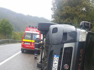 Un microbuz cu nouă persoane s-a răsturnat la Argestru, în Vatra Dornei
