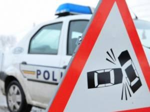 Un tânăr fără permis a intrat cu maşina într-un gard şi a fugit de la locul accidentului