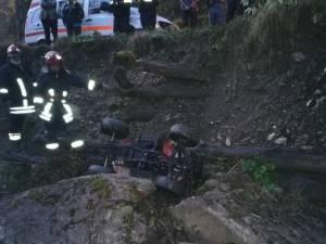 ATV-ul s-a răsturnat în afara drumului