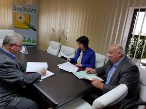 Contractul de execuție privind racordarea la rețeaua de gaz metan a cartierului Burdujeni-Sat şi a cartierului Tineretului din DN 29 a fost semnat miercuri dimineață