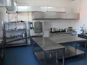 """Bucătăria """"Sare, Piper și Suflet"""" este dotată cu cele mai performante echipamente"""