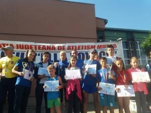 Micii atleţi de la CSM Dorna Vatra Dornei, alături de antrenorul Cristian Prâsneac