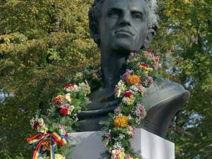 85 de ani de la dezvelirea bustului compozitorului Ciprian Porumbescu din Parcul central al municipiului Suceava