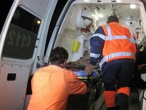 Cele două adolescente au fost preluate de ambulanță şi transportate la Spitalul Municipal Rădăuți