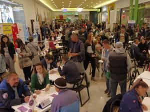 Număr foarte mare de participanți, atât angajatori, cât și persoane aflate în căutarea unui loc de muncă, la Bursa locurilor de muncă pentru absolvenţi organizată la Suceava