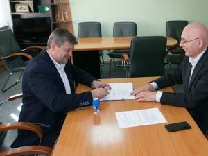 """Cătălin Coman a senat contractul de finantare pentru reabilitrarea cantinei de la Colegiul Naţional """"Nicu Gane"""" din Falticeni"""