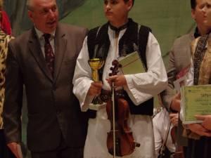 """Suceveanul Andrei Mironescu a câştigat trofeul Festivalului-concurs internaţional de folclor """"Cântecele Neamului"""""""