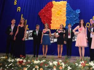 """""""România mea frumoasă"""", tema Balului Bobocilor organizat de Liceul Tehnologic din Moldovița"""